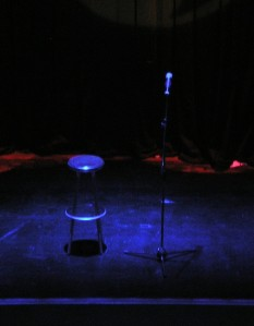 Stand-up_comedy_-_Stage_-_crop